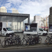 Werbefahrzeuge-von-PrCar-Mobile-18-1-Plakat-Werbung-Werbeauto-WerbetruckPr-Car-WerbeaktionGuerillia21-1