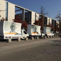 Werbefahrzeuge-von-PrCar-Mobile-18-1-Plakat-Werbung-Werbeauto-WerbetruckPr-Car-WerbeaktionGuerillia8-1-1024x1024
